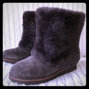 UGG AUSTRALIA MAYLIN BOOTS IN CHOCOLATE